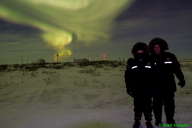 Natural Habitat travelers and the aurora borealis in Churchill, Manitoba